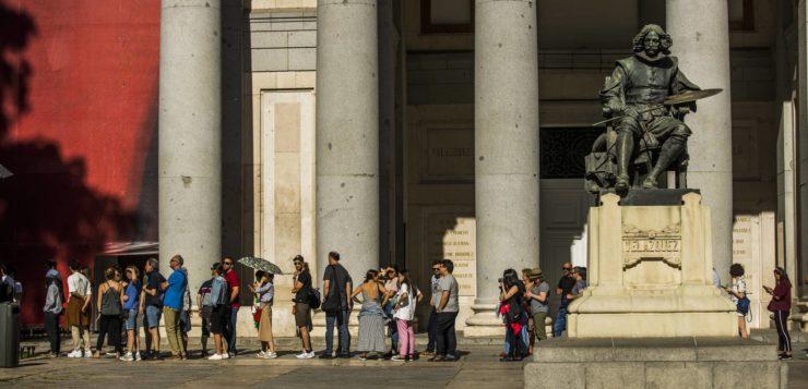 Día internacional de los Museos:                         —¿Quién es? —El público —Que pase