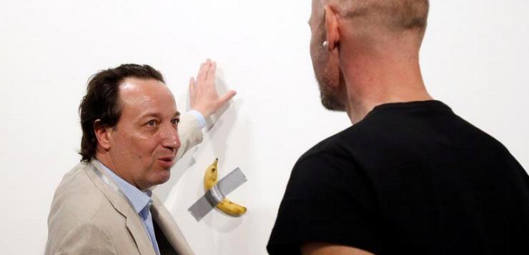 Obra de arte de una banana con cinta adhesiva se vende por US$ 120.000 en Art Basel Miami