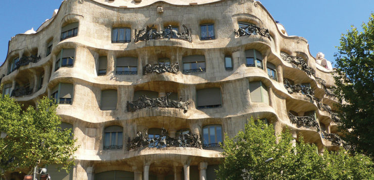 El modernismo en la Ruta Gaudí Barcelona y en La Iglesia El Rosario en El Salvador